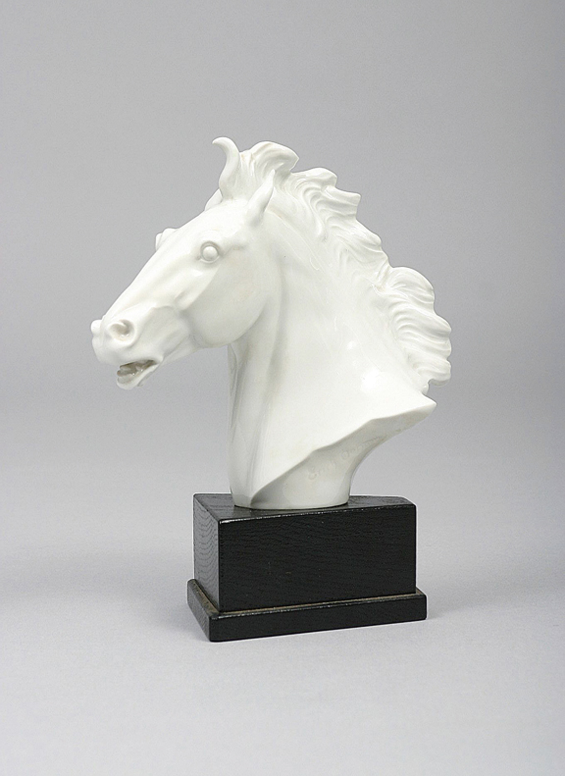 A white porcelain horse head of 'Majestoso'
