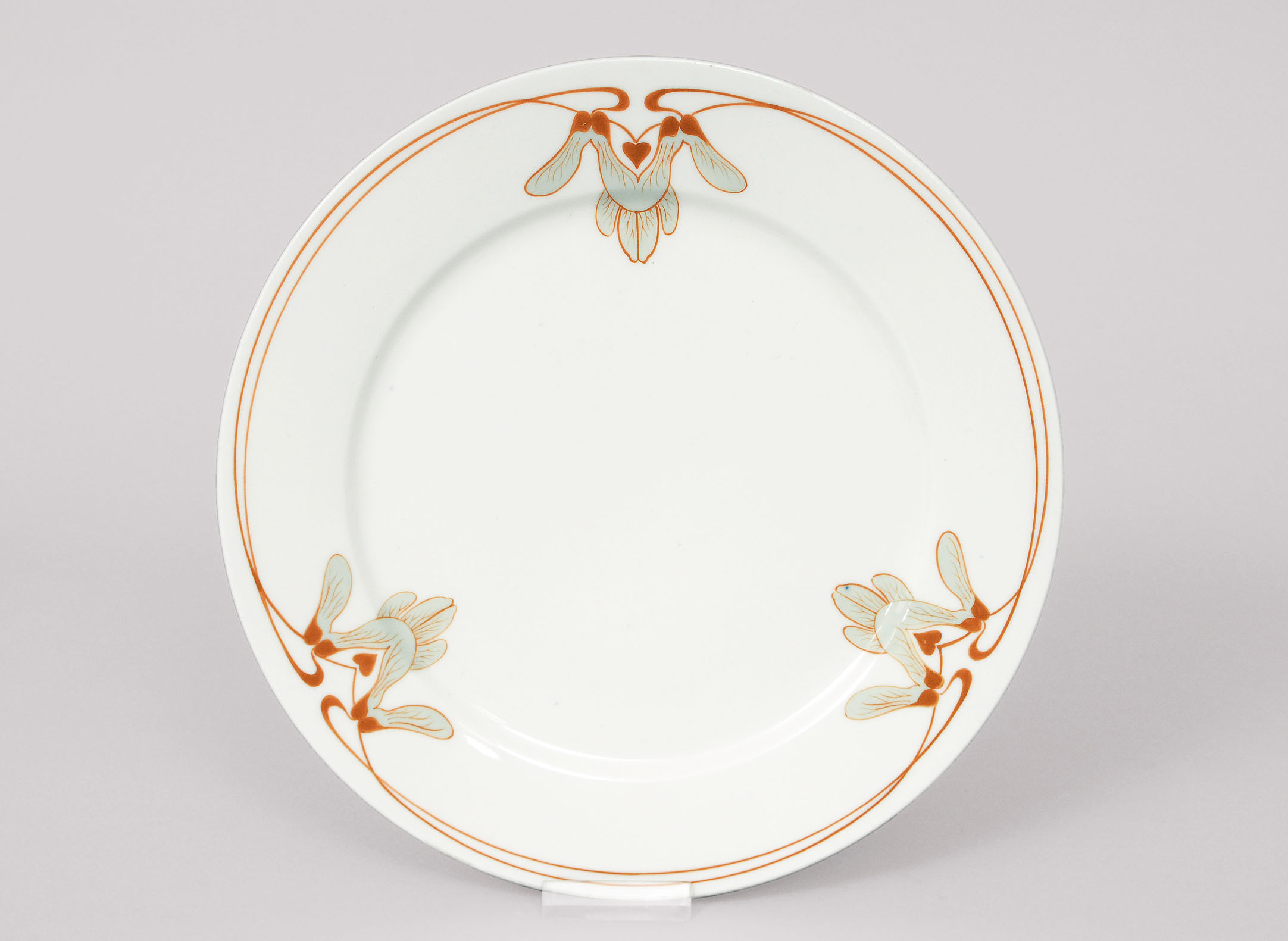 An Art-Nouvau plate with maple pattern
