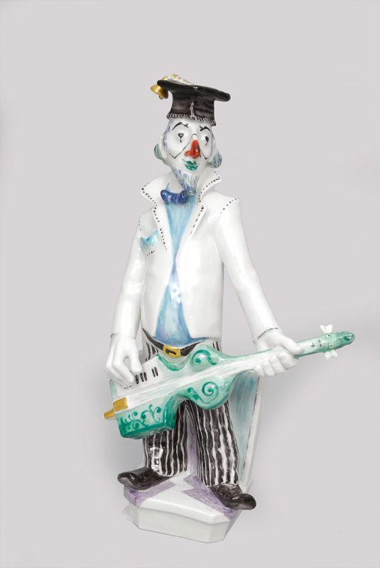 A clown with guitar/persiflage of Rudi Stolle of serial 'musical clowns'