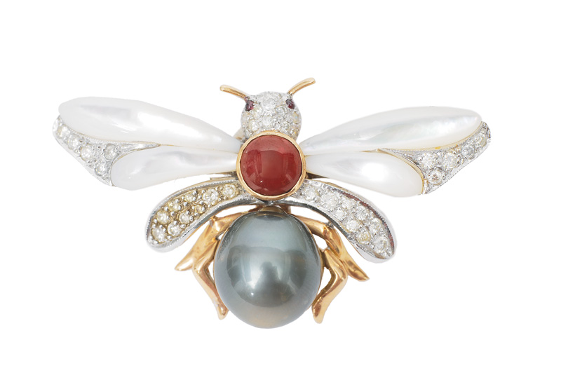 "An interesting pearl diamond brooch ""fly"""