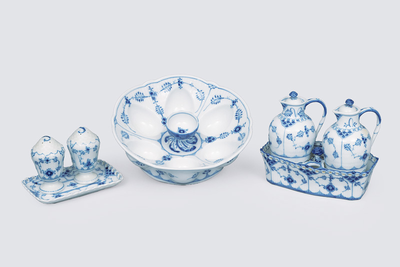 "A tableware convolute ""Musselmalet"" with ""fluted full lace"" and ""fluted plain"""