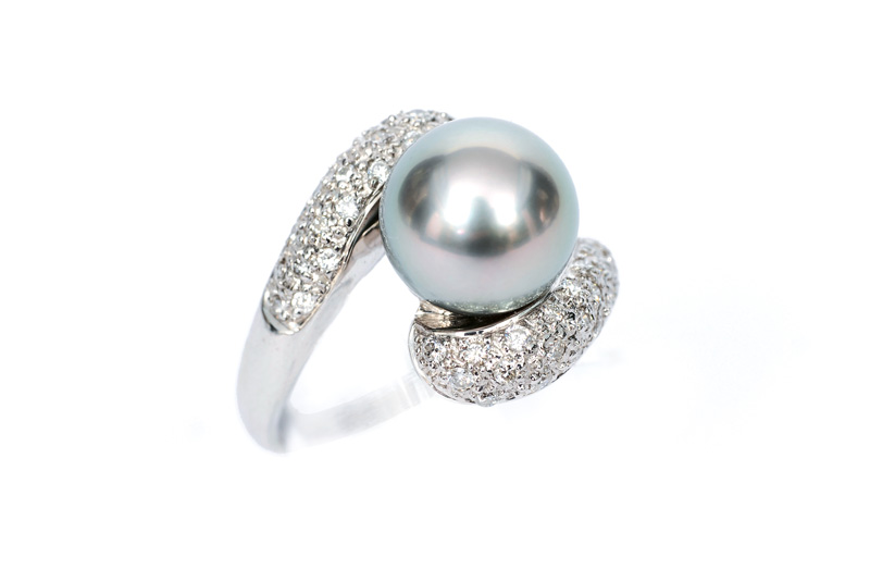A pearl diamond ring
