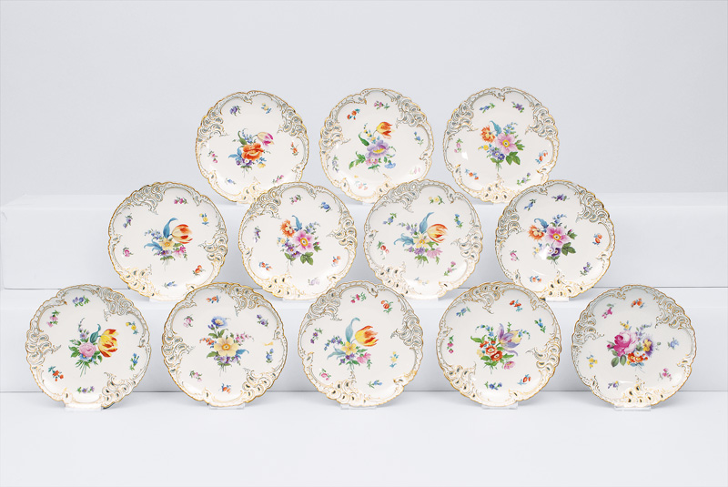 A set of 12 plates with bouquets and scattered flowers