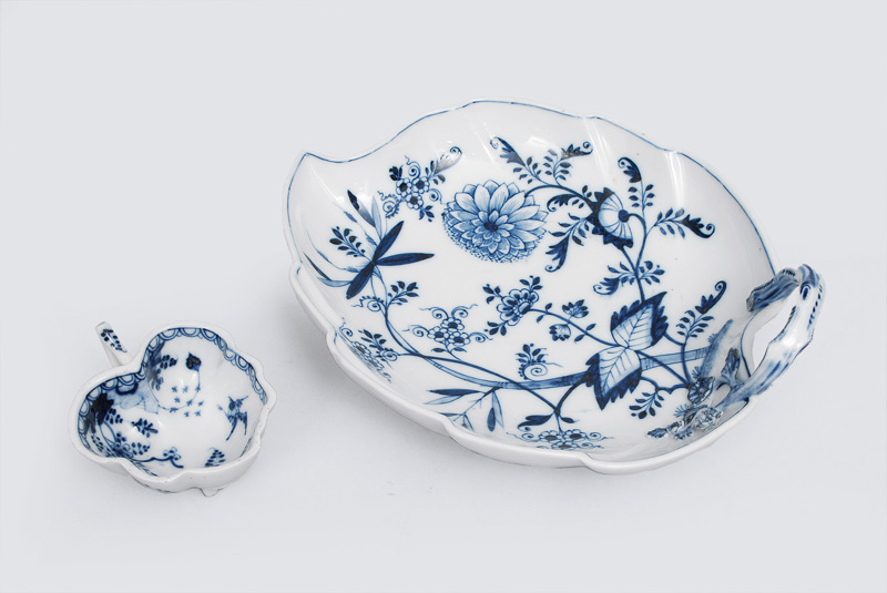 A set of two leave-shaped bowls with floral blue painting