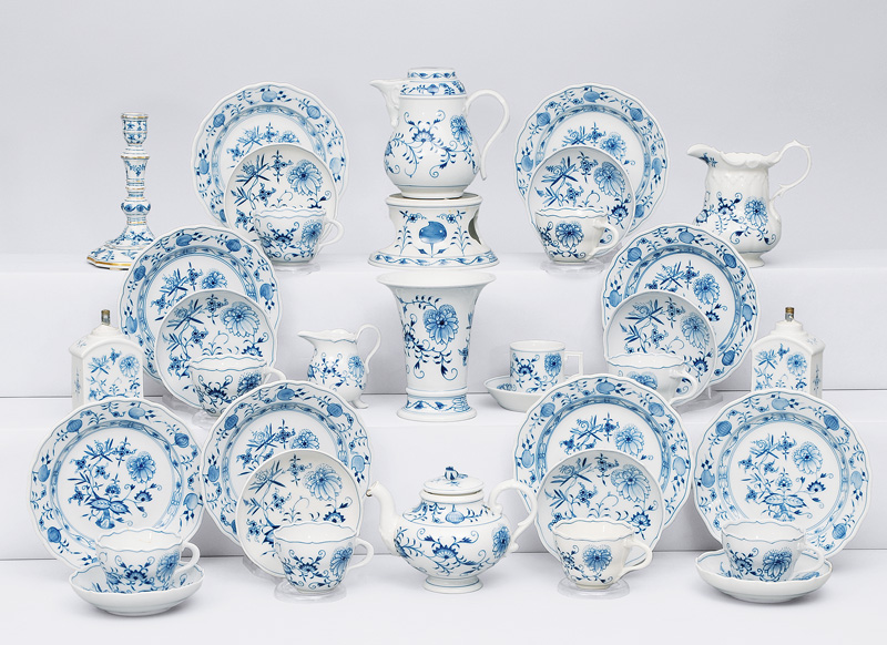 "A coffee and tea service ""onion pattern"" for 8 persons"