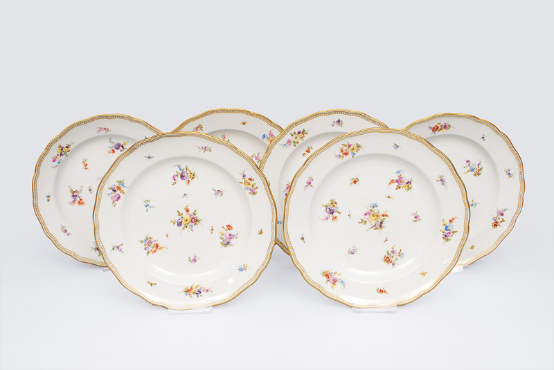 A set of 6 plates with bouquet and gallery rim