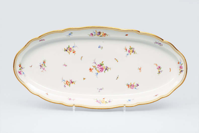 A fish platter with bouquet and gallery rim
