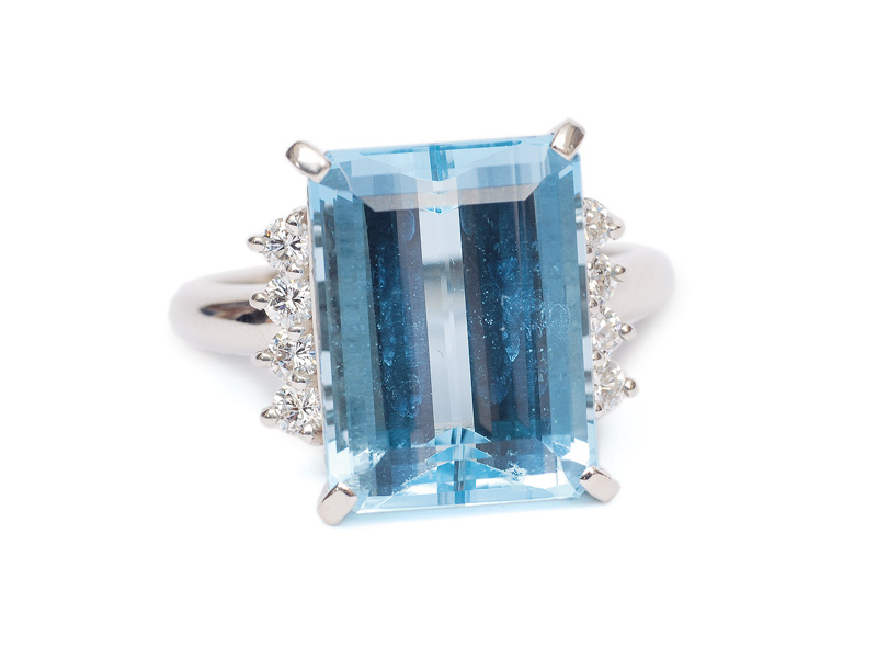 An extraordinary fine aquamarine diamond ring in the style of Art-déco