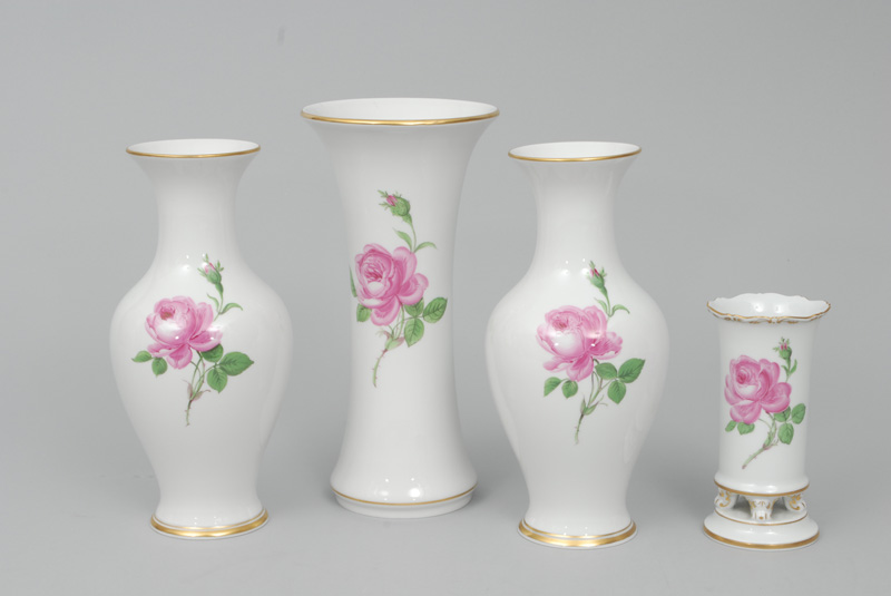 "A set of 4 different vases ""Red rose"" with gold rim"
