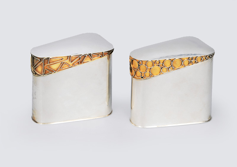 A pair of modern cigaret cases