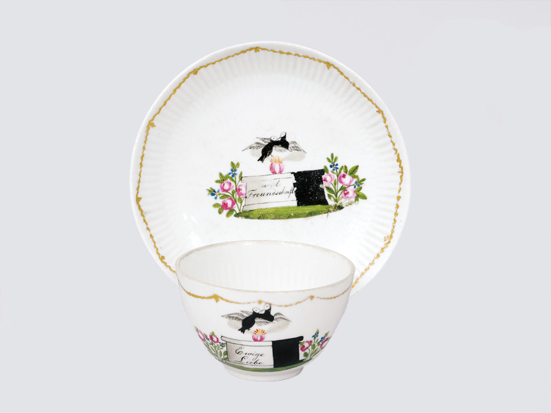 A device cup with bird decoration
