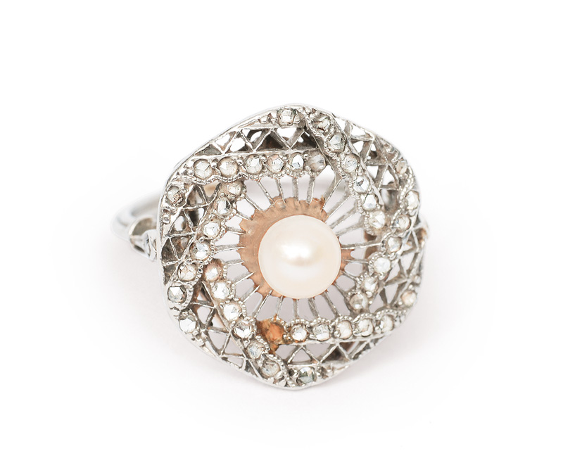 A petite Art-déco ring with a pearl
