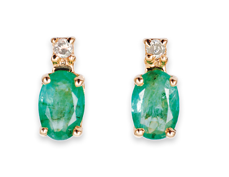A pair of petite emerald diamond earstuds