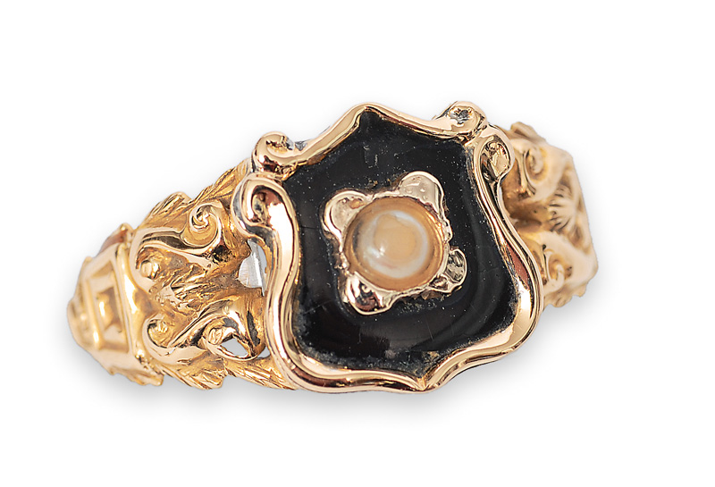 A Napoleon-III ring with onyx and pearl