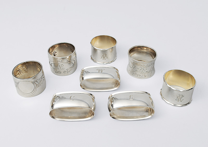 A set of 8 napkin rings