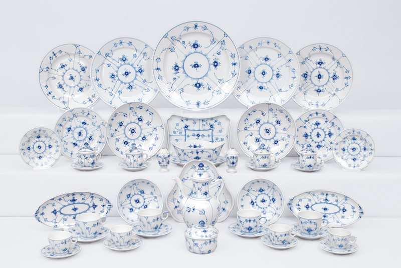 "A large service ""Musselmalet"" with ""Blue Fluted Plain"" pattern for 4-6 persons"