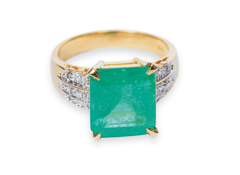 The emerald diamond ring