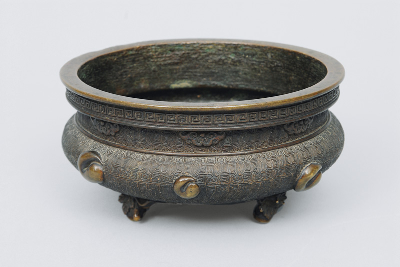 An incense burner with meander relief