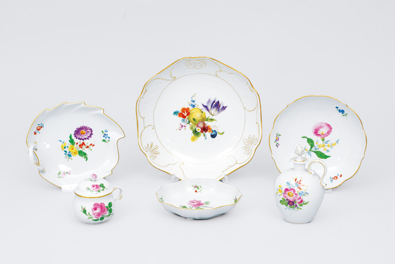 A convolute with flower painting and gilded rim