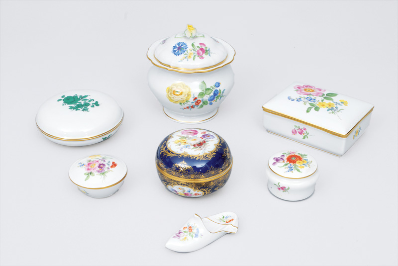 A set of 7 boxes with flower painting and gilded rim