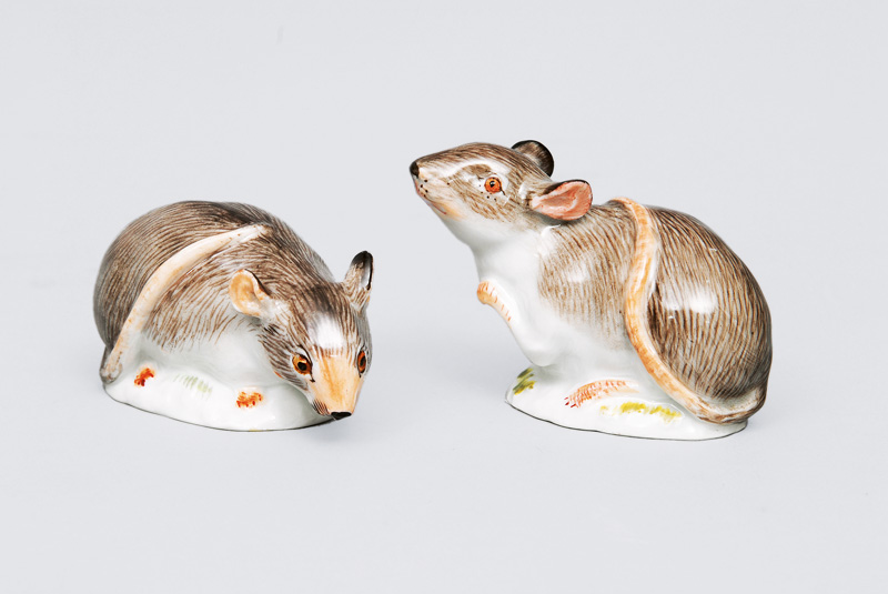 "Two animal figurines ""Small rats on oval base"""