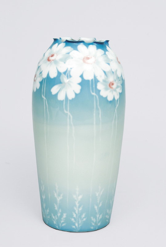 A big vase with marguerite painting