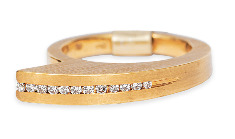A diamond ring in modern design