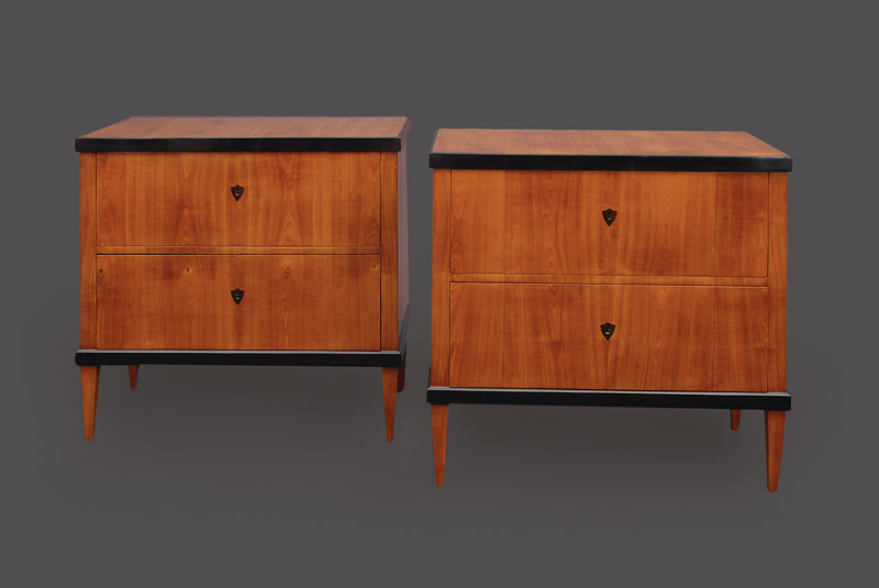A pair of Biedermeier chest of drawers