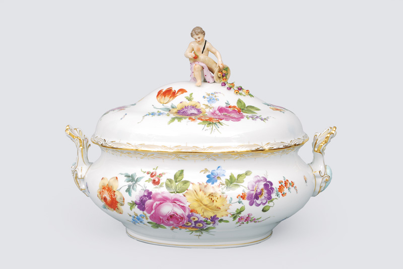 A big tureen with rich flower decoration