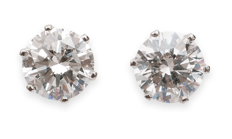 A pair of solitaire diamond earring
