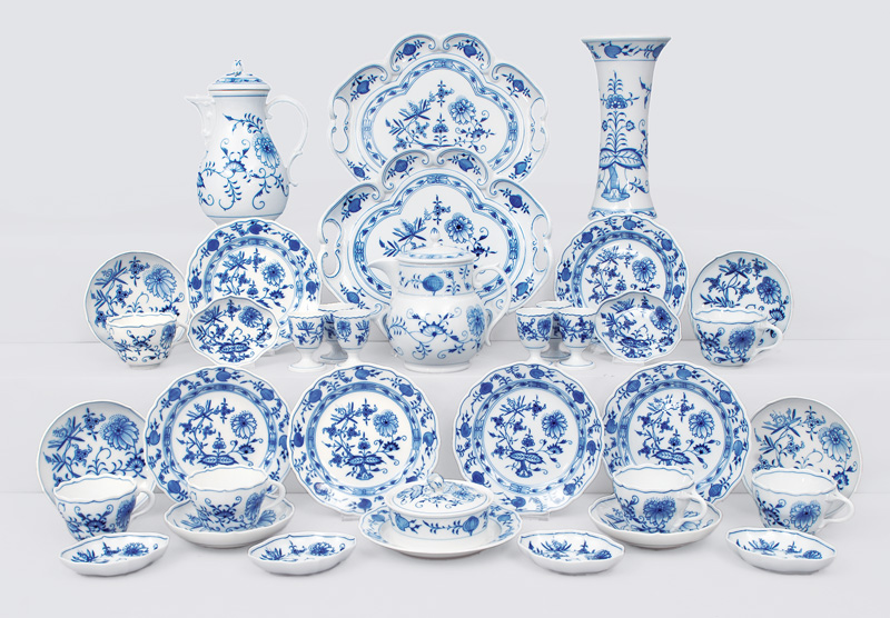 "A coffee service ""Onion pattern"" for 6 persons"