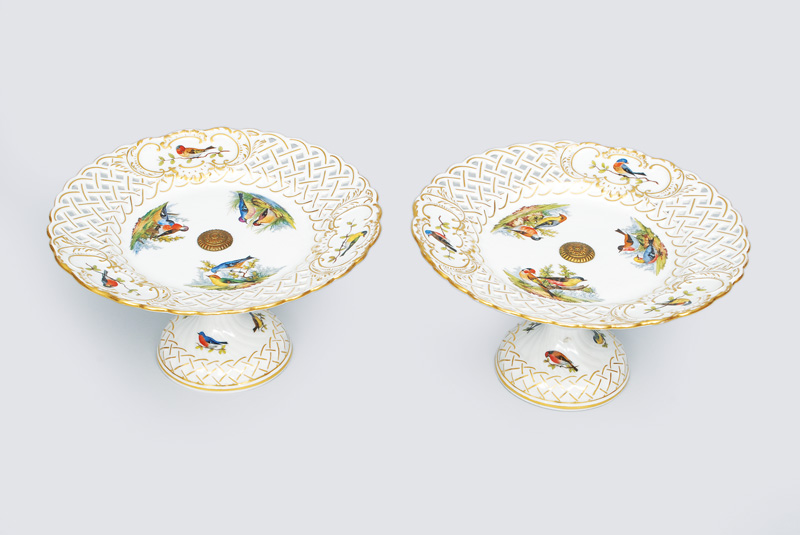 A pair of centre pieces with rich bird pattern