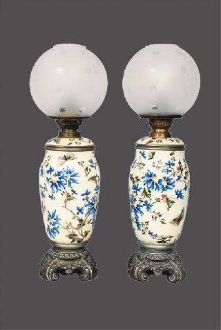 A pair of paraffin lamps with pattern of blue cornflower