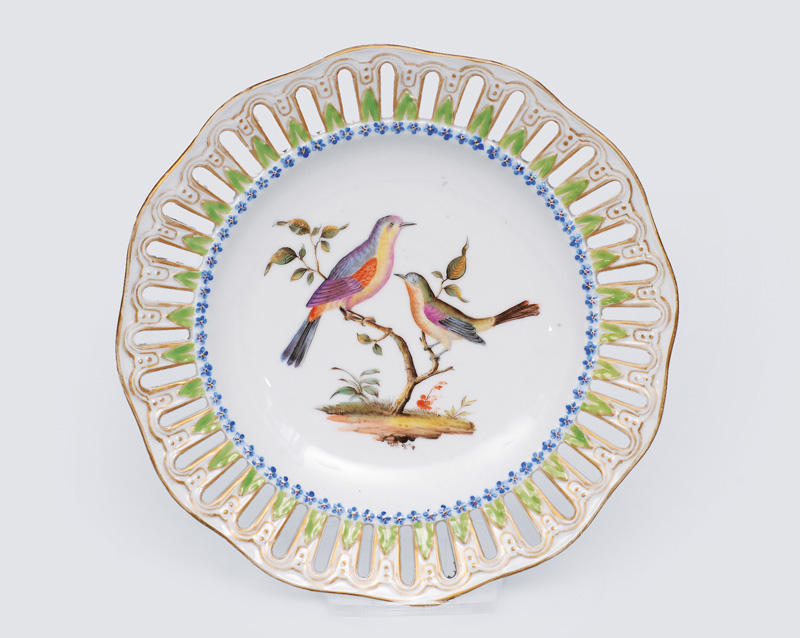 An openwork plate with fine bird painting