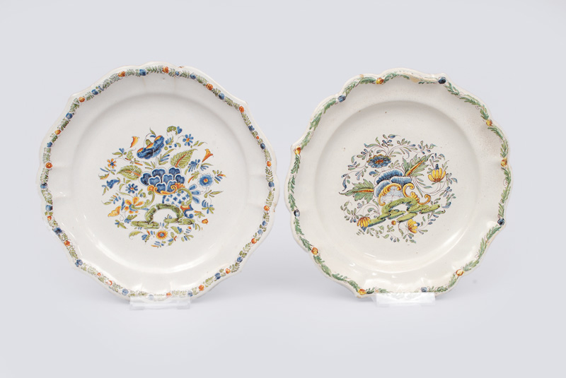 A convolute of 4 plates with floral painting