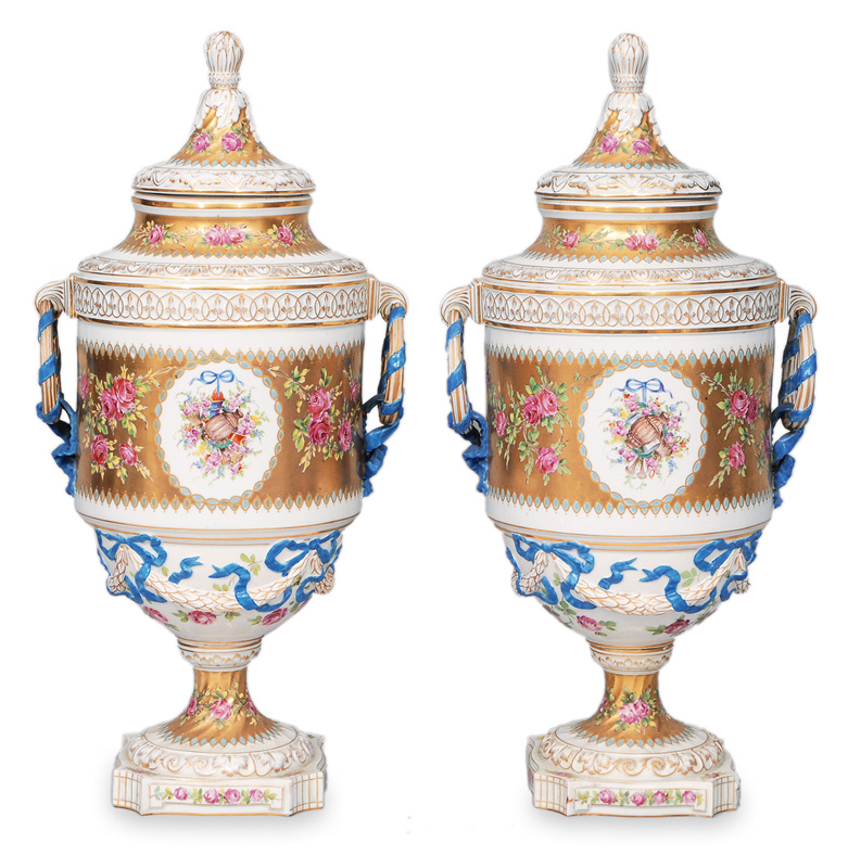 A pair of gold grounded vases with cover in style of Sèvres