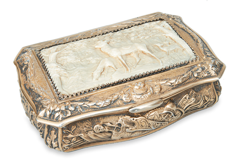 A snuff box with fine ivory carving