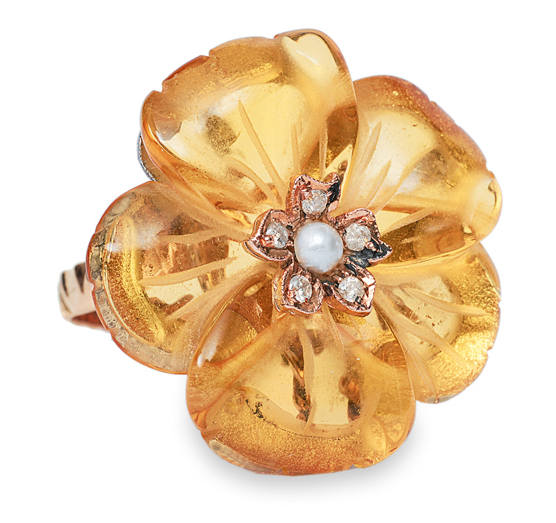 A flowershaped citrine ring