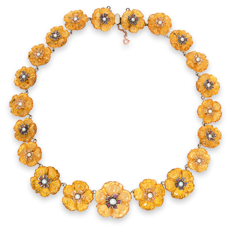 A splendid necklace with citrine flowers