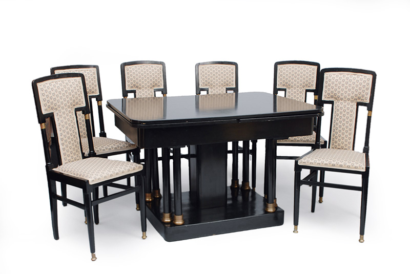 An Art Nouveau table with 6 chairs