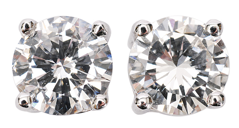 A pair of highquality solitaire earstuds