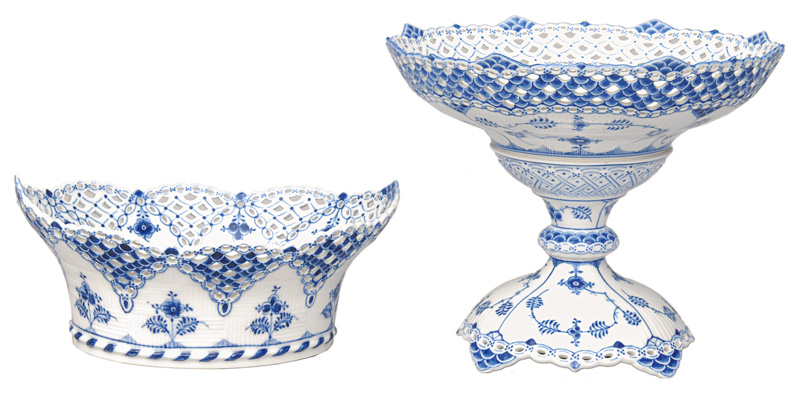 "An oval basket and a centerpiece ""Blue fluted full lace"""