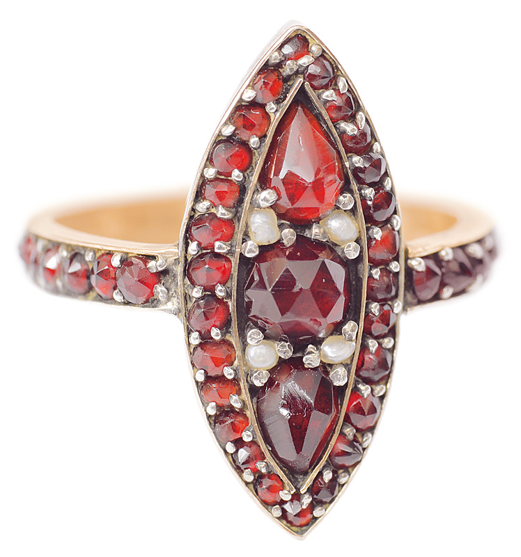 An antique garnet ring