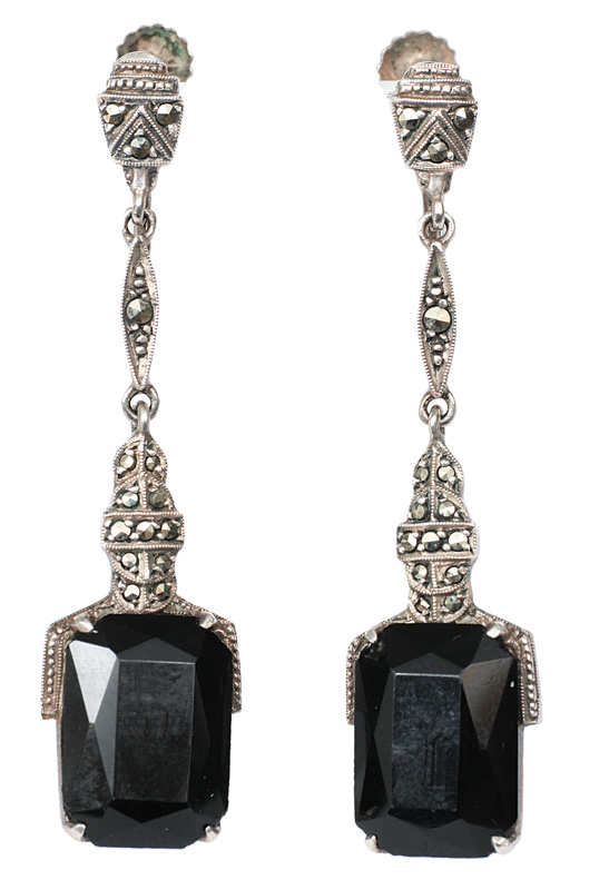 A pair of Art-déco onyx earpendants in the style of Theodor Fahrner