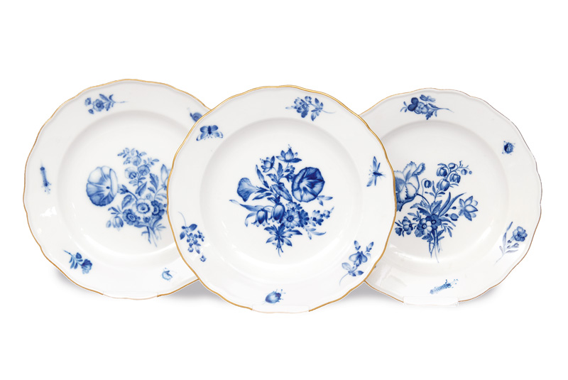 "A set of 3 plates ""Blue flower and insects"""