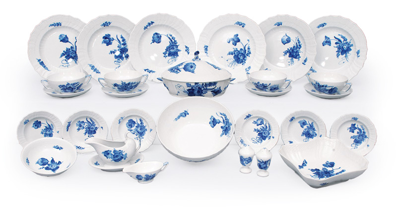 "A dinner service ""Blue flower curved"" for 6 persons"