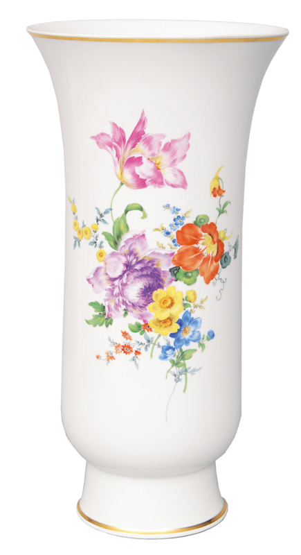 A trumpet-shaped vase with flower painting and gold rim