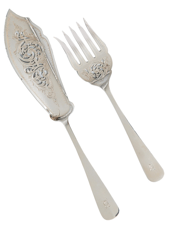 A fish serving cutlery