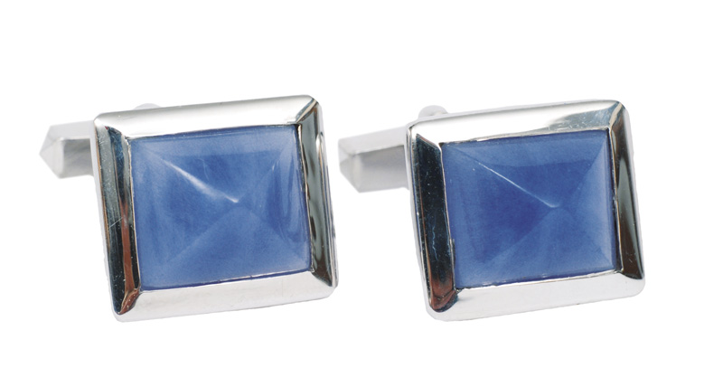 A pair of cufflinks with calzedon