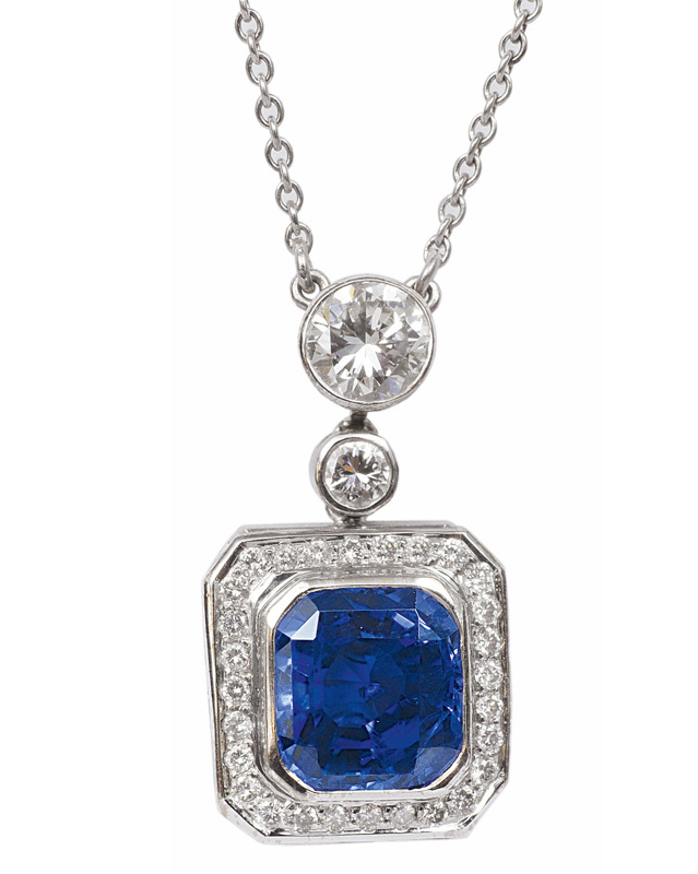 A very fine sapphire diamond pendant with necklace